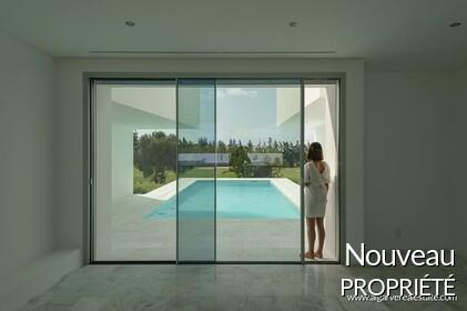 Villa front de golf moderne à vendre à Vilamoura
